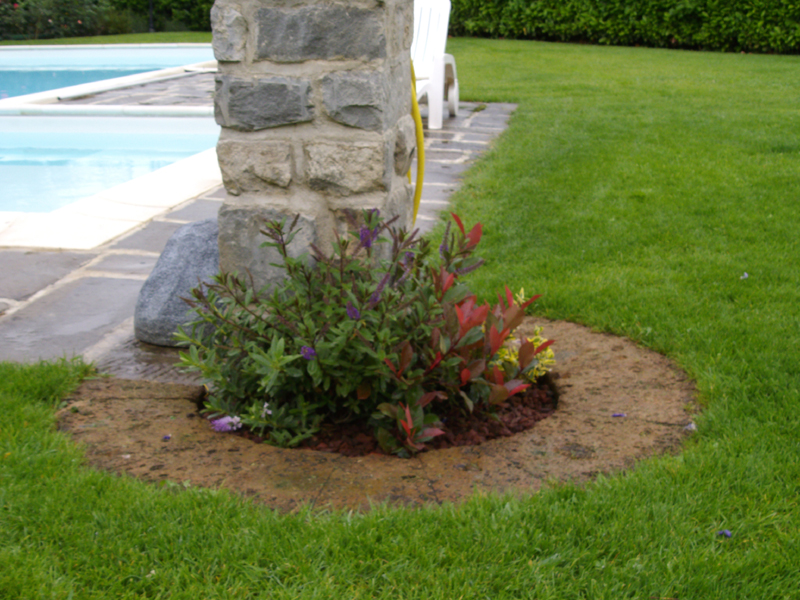 I giardinieri pieroni ferdinando marco fantozzi for Muretti in tufo per aiuole